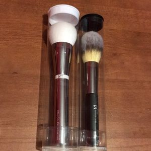 2 face brushes